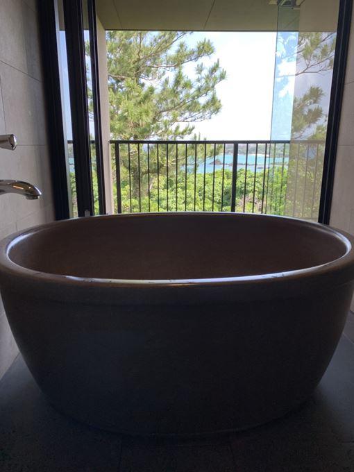 景色を眺めながらのお風呂は最高!「 海の旅亭 おきなわ名嘉真荘 」