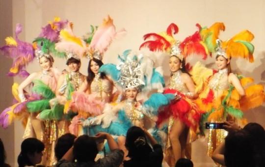 「ショーハウスREIKO」による魅惑のニューハーフショー