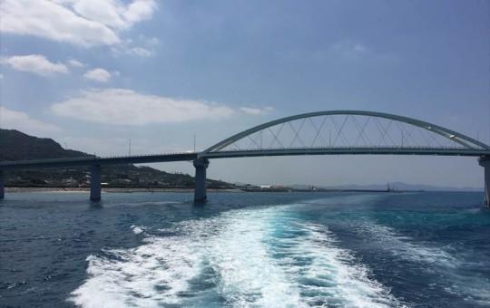 本部港から出発!瀬底大橋を抜けて伊江島へ!